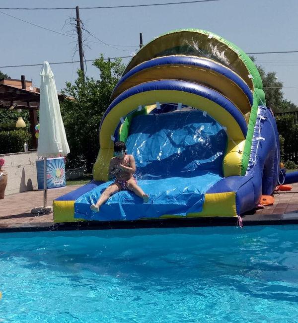 scivolo piscina acqua