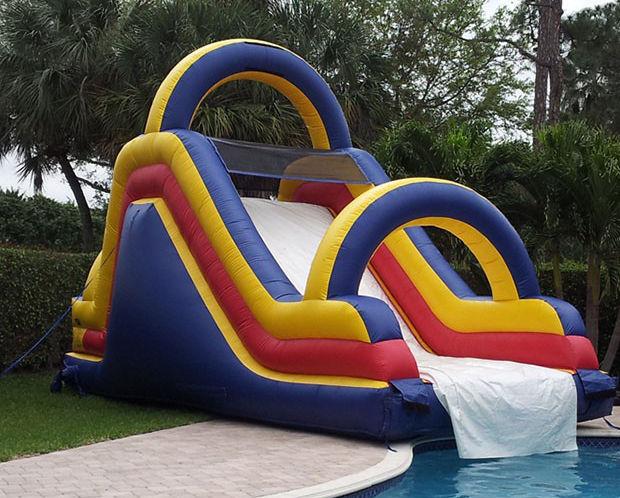 gonfiabile scivolo piscina